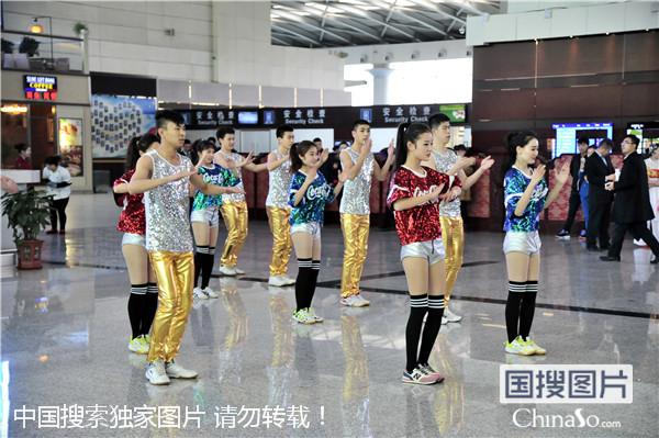 大连机场春运性感妩媚开场视频组图 中国搜索法治