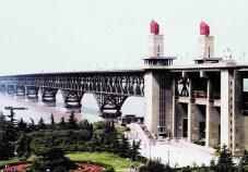 1968年南京長江大橋全面建成通車
